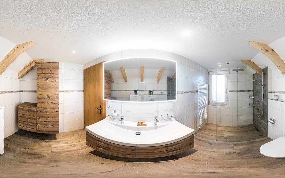 360° virtuelle Tour in einem modernen Badezimmer